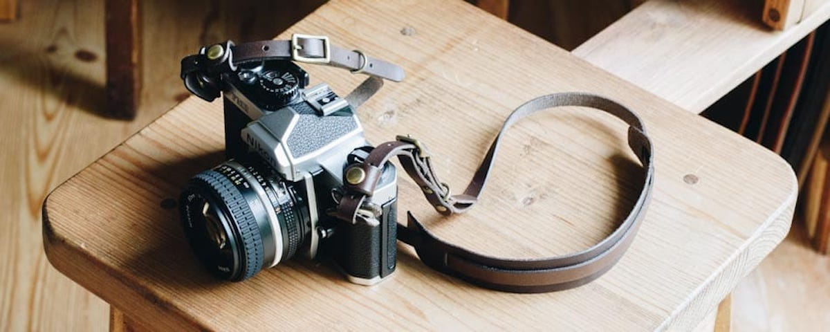 革のカメラストラップ