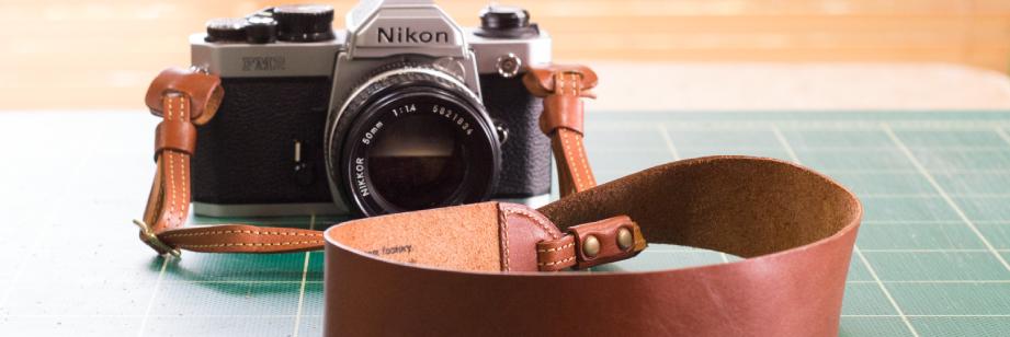 革のカメラストラップのイメージ